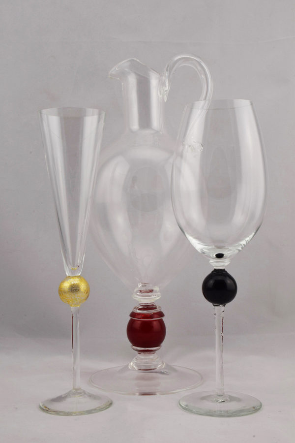 Drinking glasses flute and wine size Pithcer gold red black