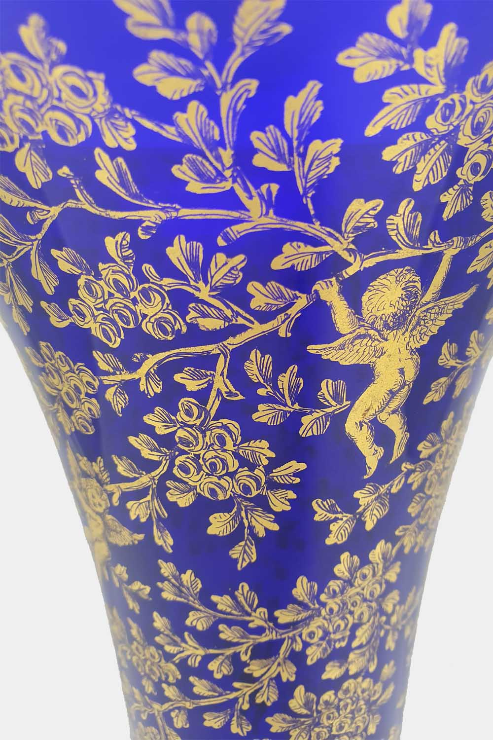 Blue vase gold graffito playing cupids (2)