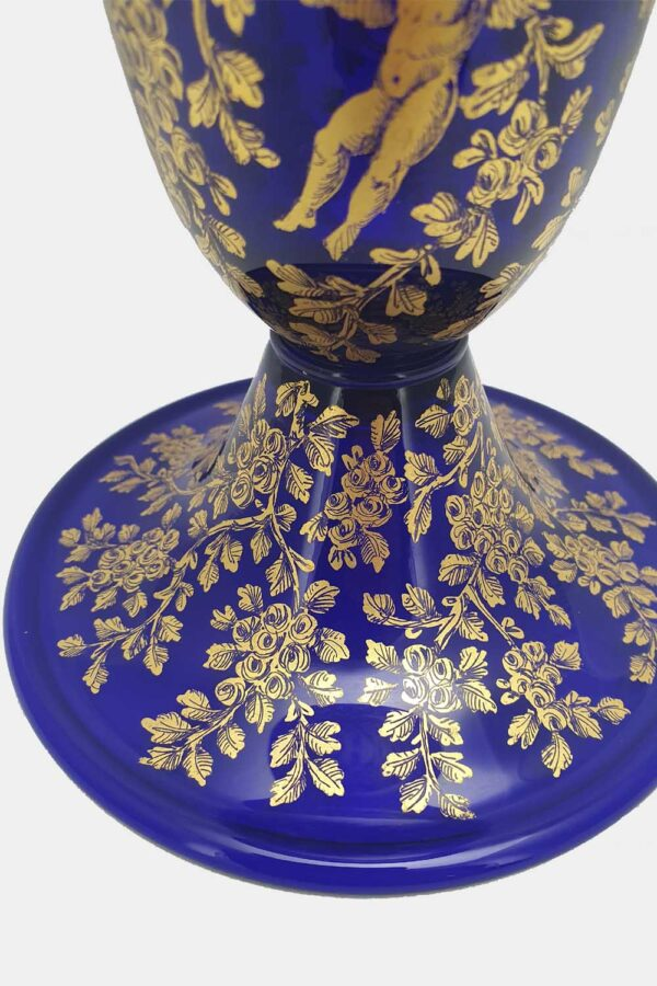 Blue vase gold graffito playing cupids (3)