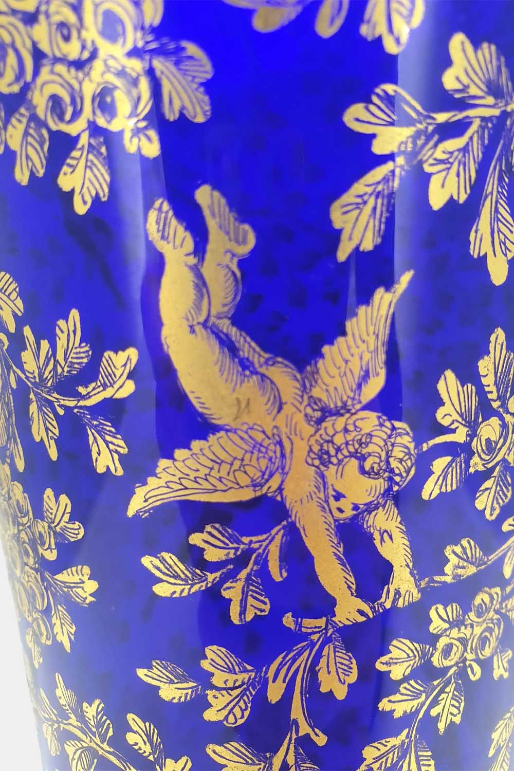 Blue vase gold graffito playing cupids (4)