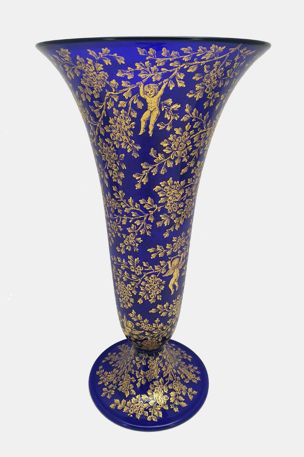 Blue vase gold graffito playing cupids (5)